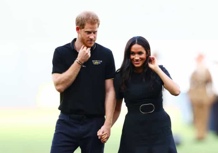 Príncipe Harry e Meghan Markle 'pedem desculpa' por erro de ortografia