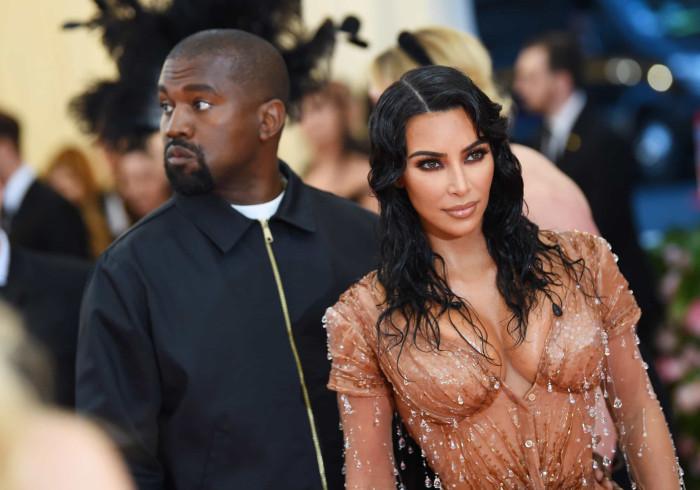 Desesperada, Kim Kardashian faz nova tentativa para salvar o casamento