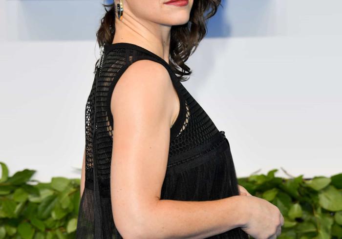Evangeline Lilly pede desculpa por ter ignorado gravidade da Covid-19