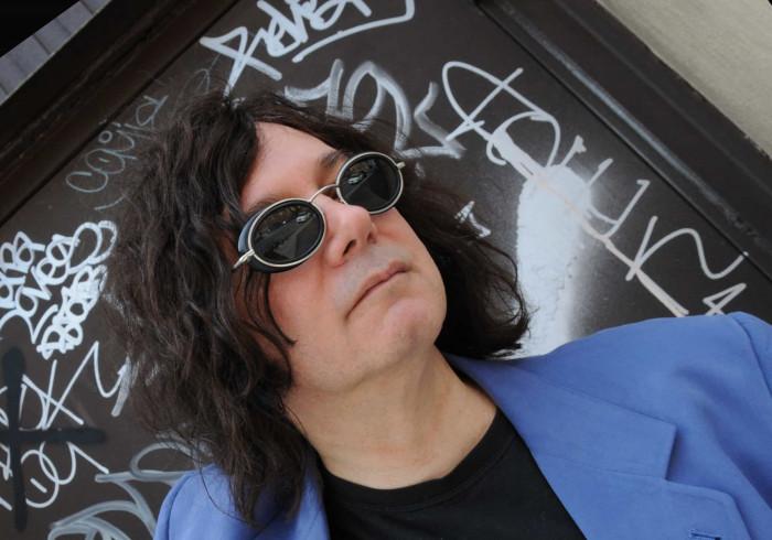 Covid-19: Morreu Alan Merrill, compositor de 'I Love Rock 'n Roll'