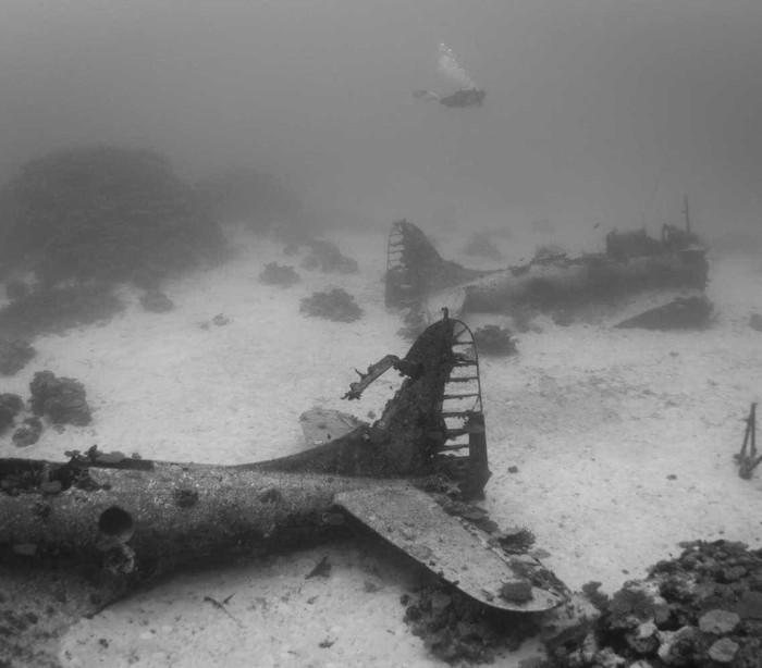 Fotografado no Pacífico 'cemitério dos aviões' da II Guerra