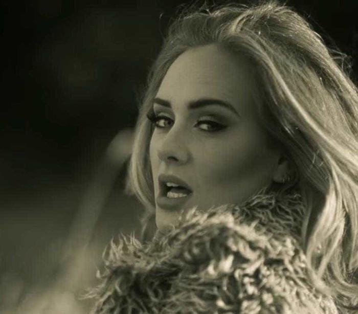'Hello', de Adele, atinge 1 bilhão de acessos e bate 'Gangnam Style'