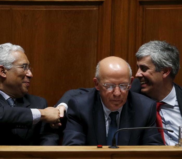 No Parlamento discutiu-se 'plano B' e... gravata de Nuno Magalhães