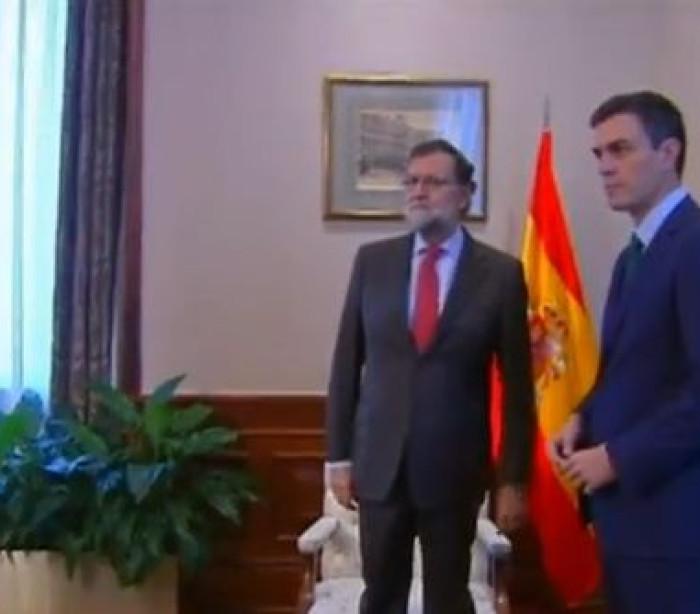 O 'frio' e curto encontro entre Mariano Rajoy e Pedro Sanchez
