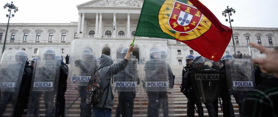 Autor de 'Austeridade' diz que cortes em Portugal são inúteis