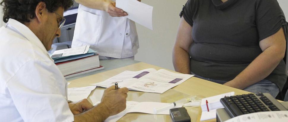 Ordem pede a médicos que voltem a prescrever receitas à mão