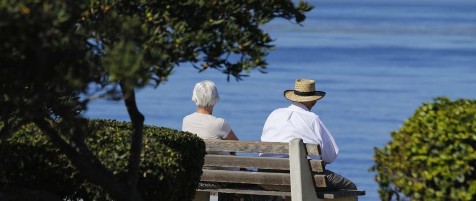 São idosos, têm pensões baixas e ainda cuidam de pais centenários