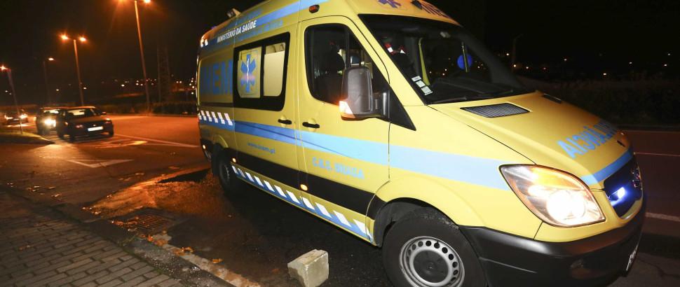 INEM encosta na berma por causa de cadáver e acaba multado - Notícias ao Minuto