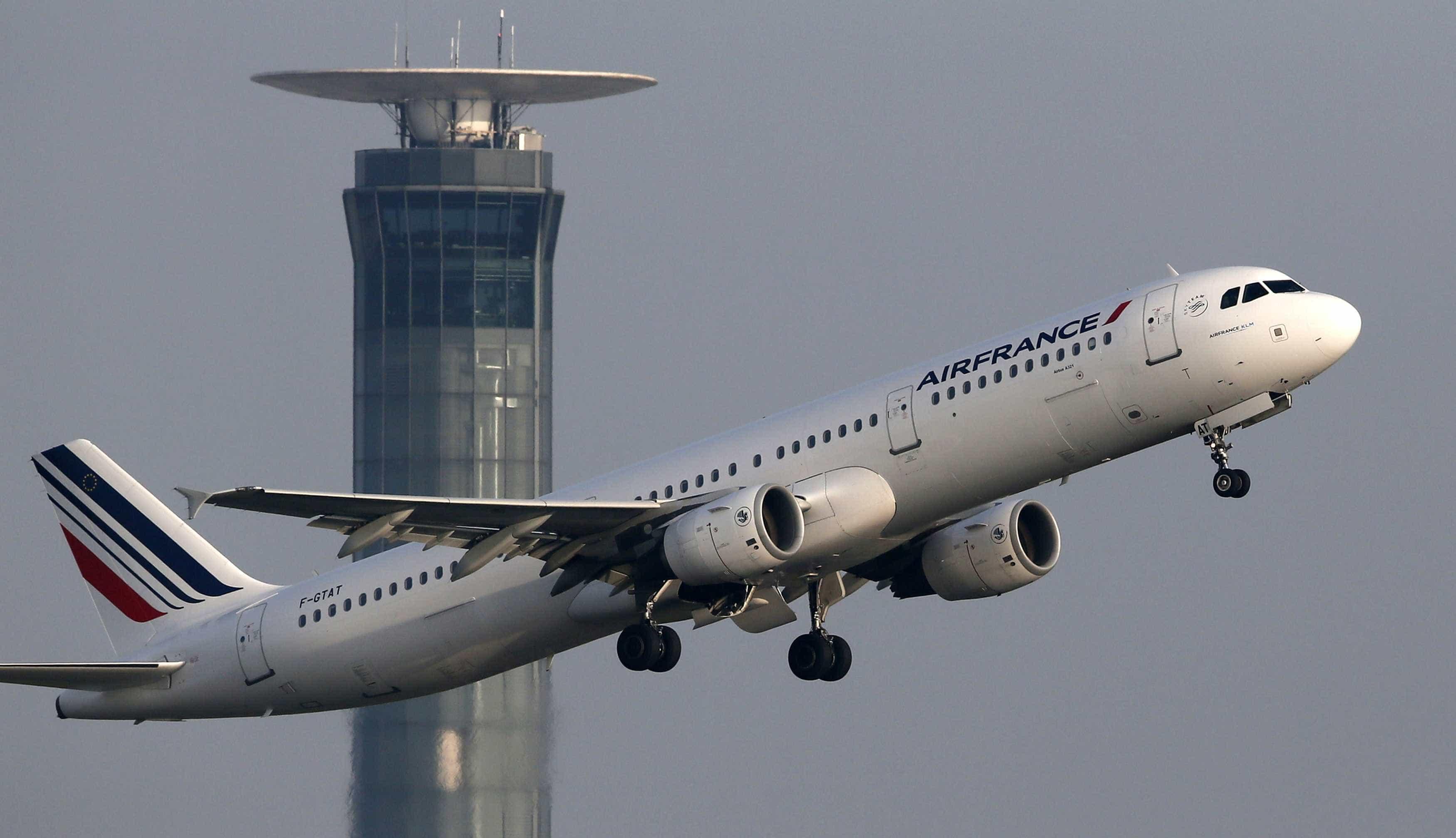 tráfego aéreo, controlador, controladores, torre de controlo, avião, descolagem, descolar, air france