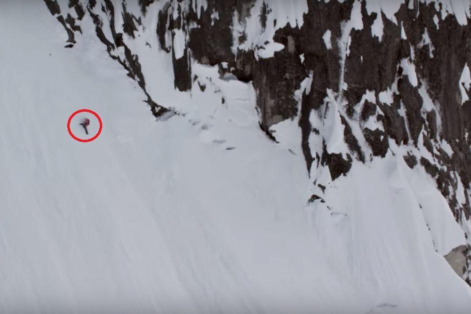Esquiadora cai 300 m em montanha e sobrevive