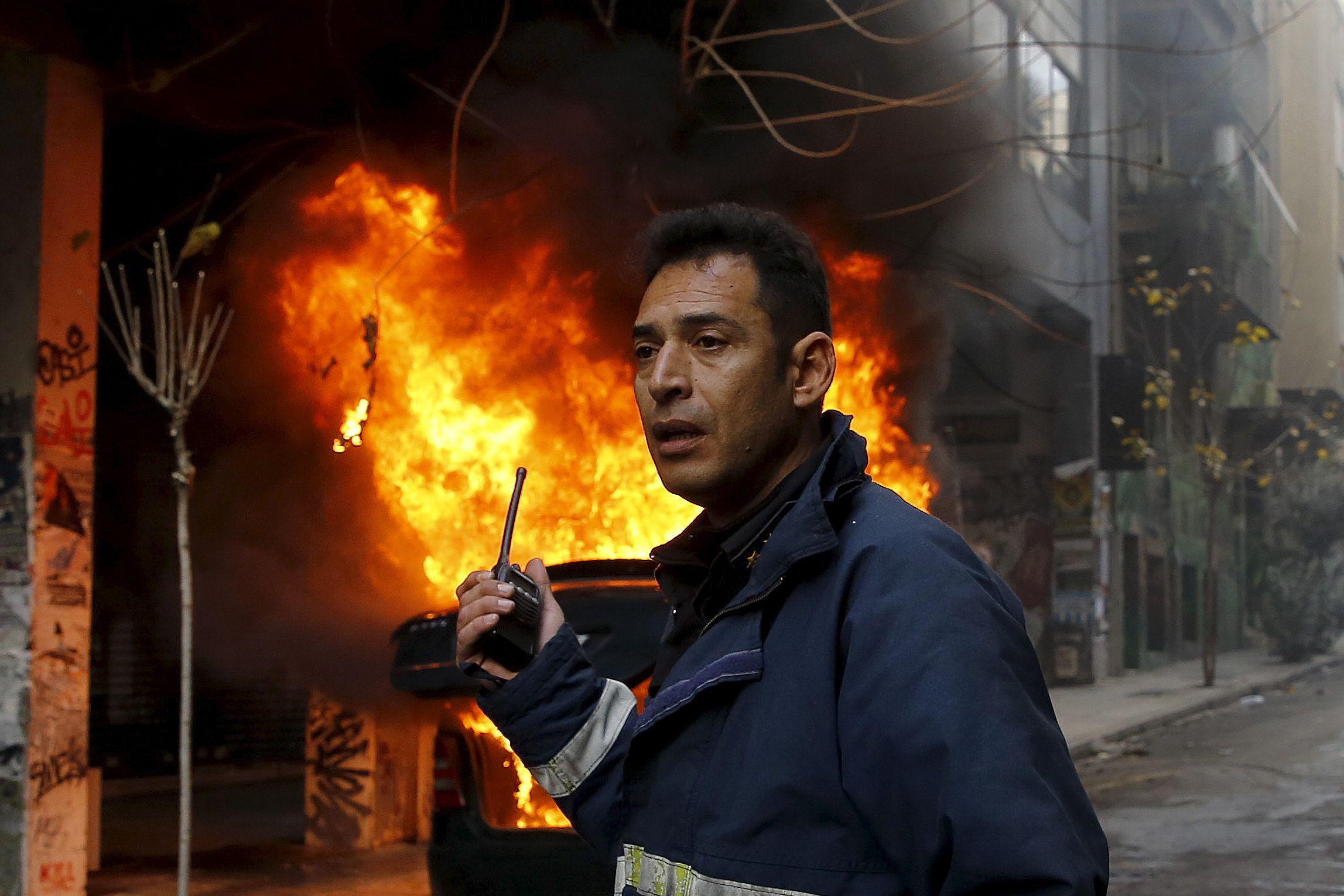Violência voltou às ruas de Atenas em dia de protesto e greve geral