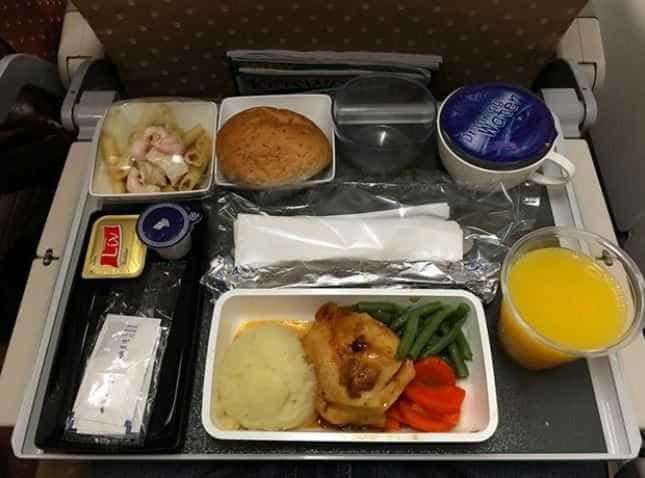 Uma volta ao mundo em refeições servidas nos aviões