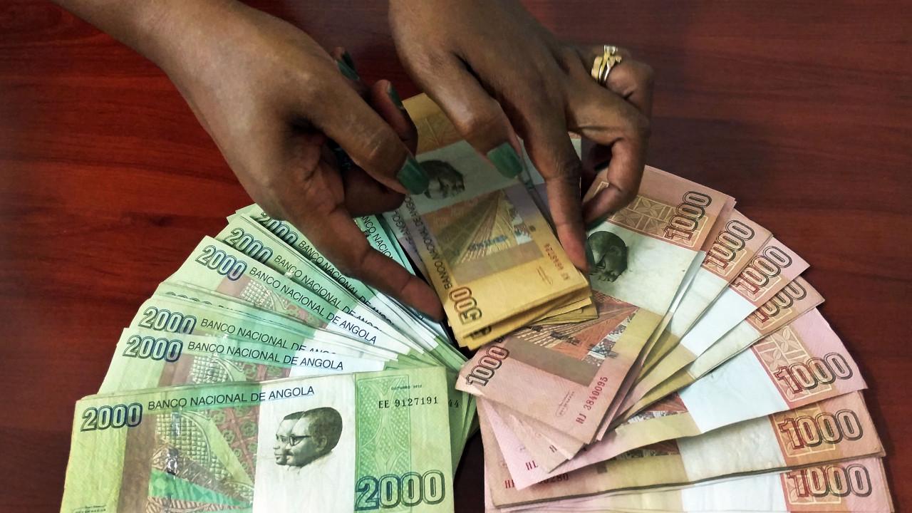 Moeda angolana aprecia-se pela segunda vez consecutiva face ao euro