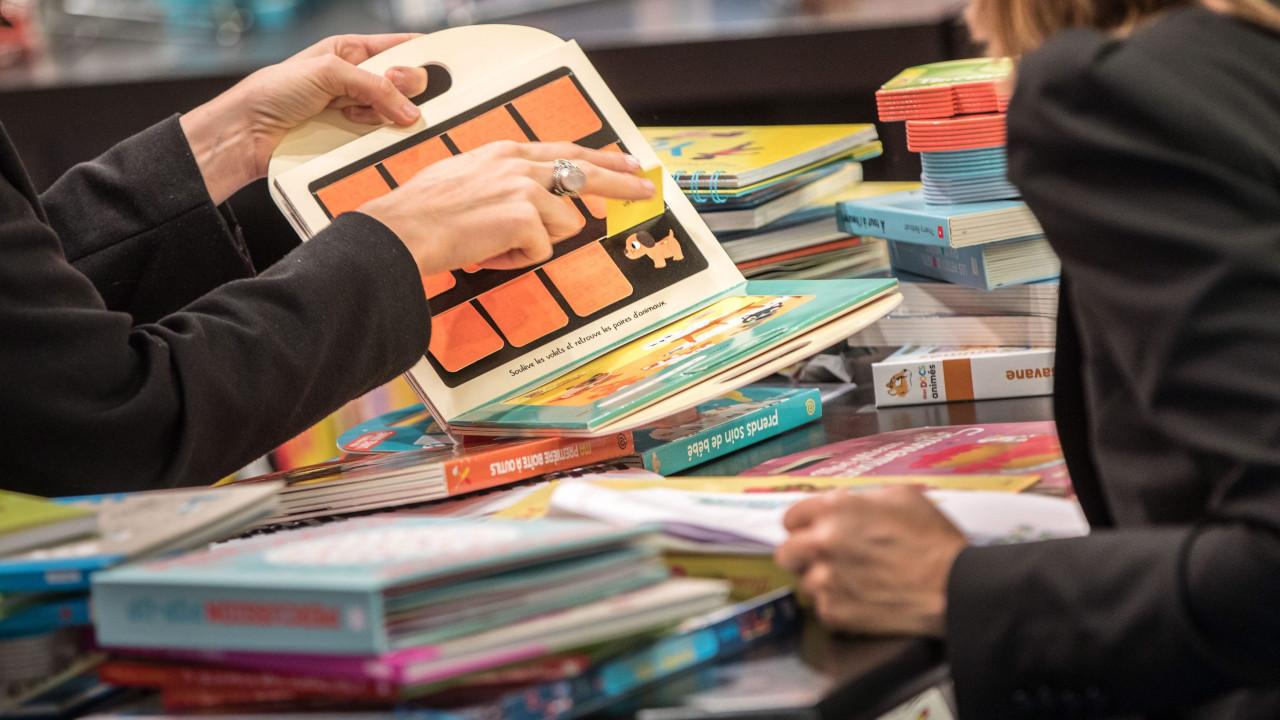 Porto Editora volta a colocar à venda exercícios para rapazes e raparigas