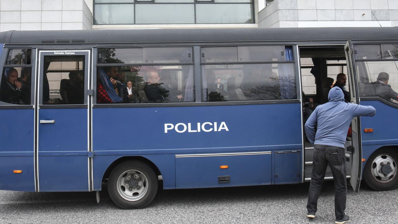 Polícias negam agressões e insultos racistas a jovens da Cova da Moura