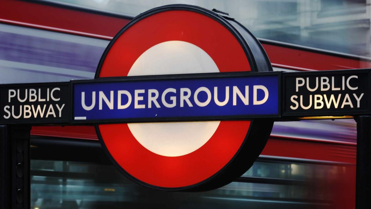 Estação evacuada no metro de Londres. Não há indícios de terrorismo