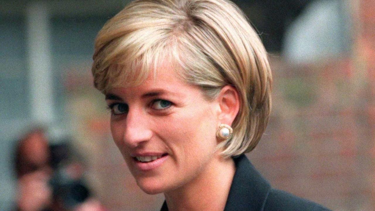 Vestido de princesa Diana acaba em loja de segunda mão