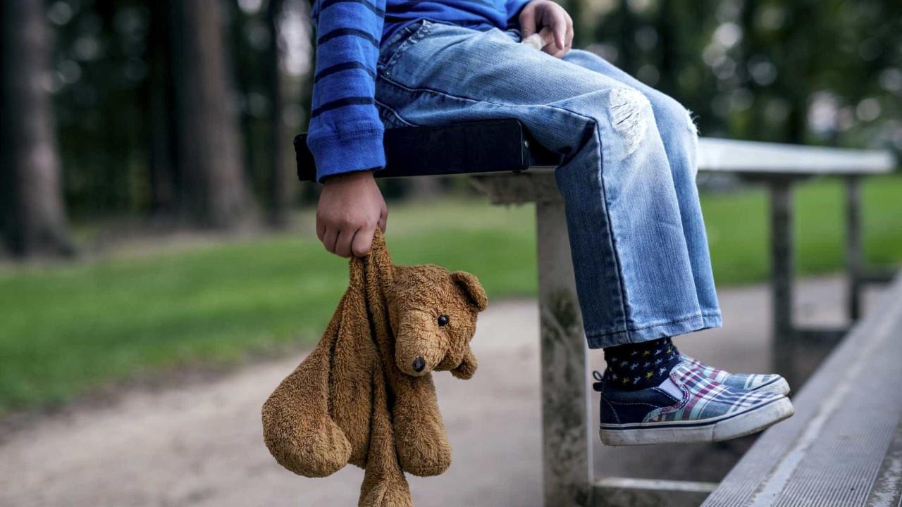 Esquerda rejeita comissões sobre alegadas adoções ilegais de crianças