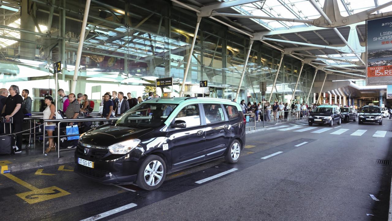 Vai viajar de avião amanhã? Atenção que há 'manif' de taxistas em Lisboa