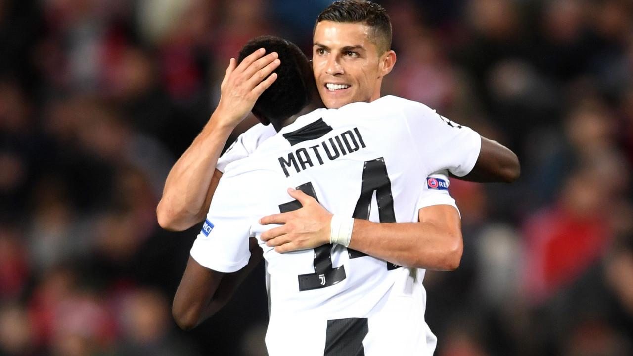 CR7 é o único jogador português candidato ao 'onze' do ano da UEFA
