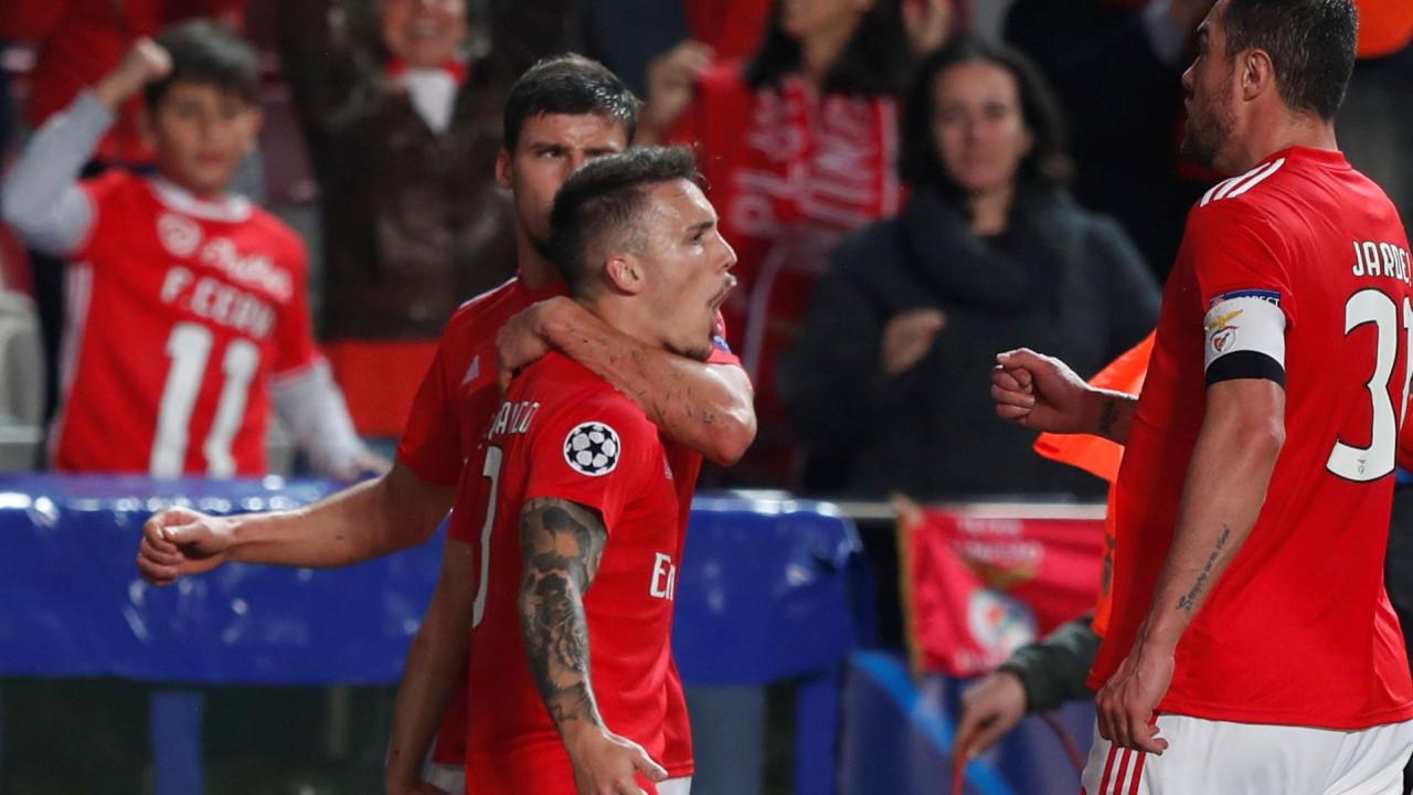 Benfica despede-se da Champions com uma obra de arte de Grimaldo