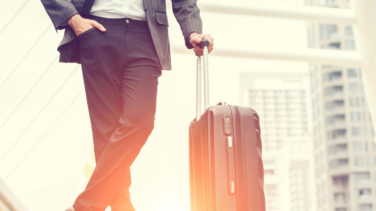 Faça as malas e tome nota destas oito dicas para poupar na viagem