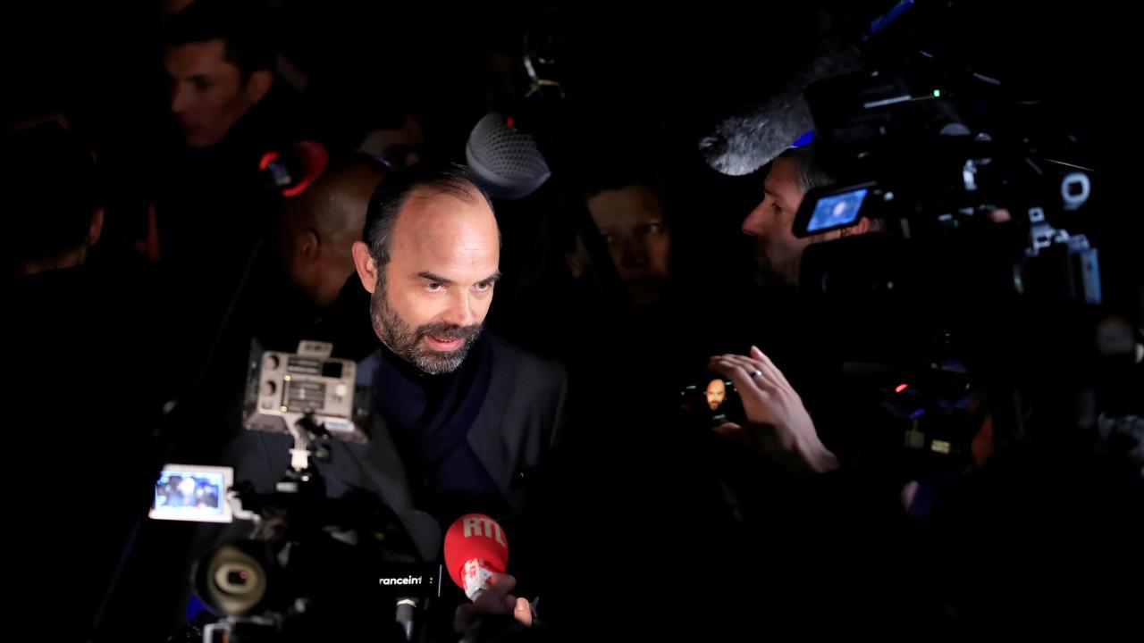 França: Chefe da polícia demitido, protestos banidos em zonas críticas