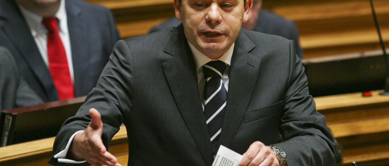 PSD quer saber como Governo vai descongelar carreiras