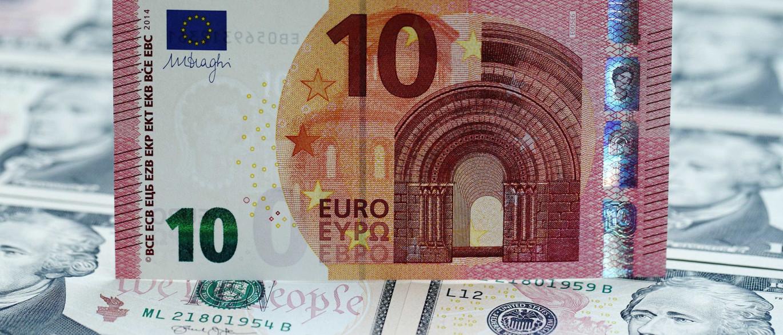 Euro sobe face ao dólar após dados animadores na zona euro e UE