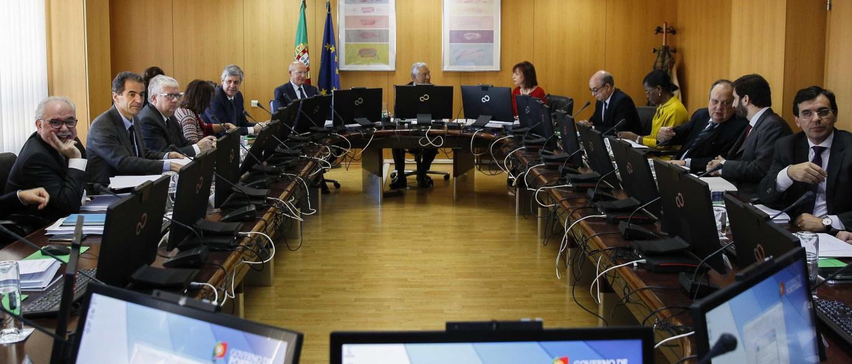 Resultado de imagem para Governo deve aprovar na quinta as medidas alternativas à baixa da TSU