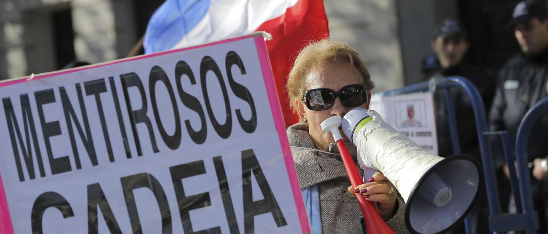 """Bloco fala em """"indignidade"""" de que são vítimas emigrantes lesados do BES"""
