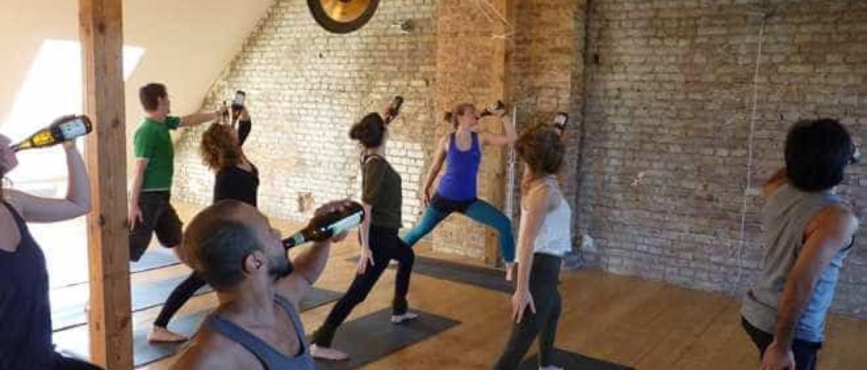 Resultado de imagem para yoga com cerveja