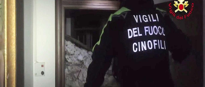 Encontradas pessoas vivas debaixo da neve no hotel soterrado