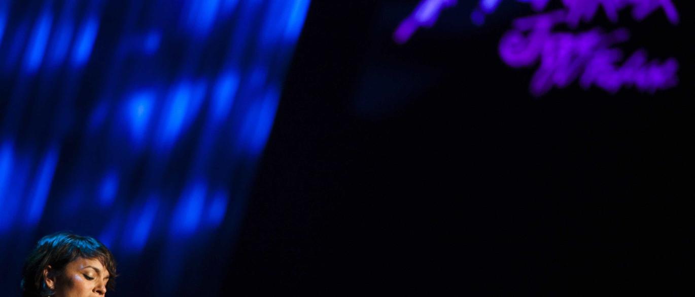 'Black Hole Sun' ao piano. Norah Jones presta tributo a Chris Cornell