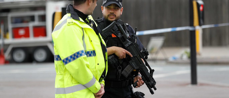 Ataque: Homem detido em Wigan tinha embalagem que está a ser analisada