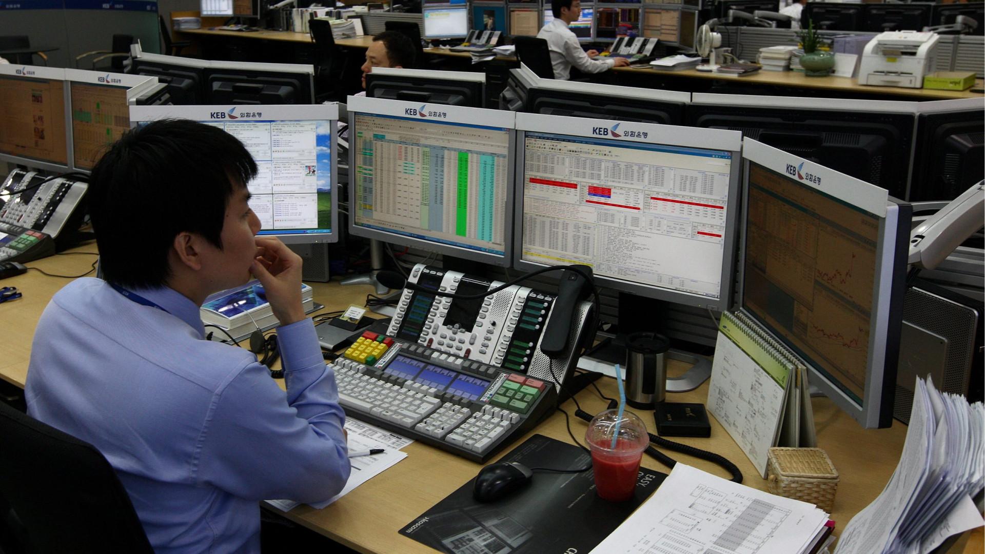 Bolsa do Japão abre em baixa