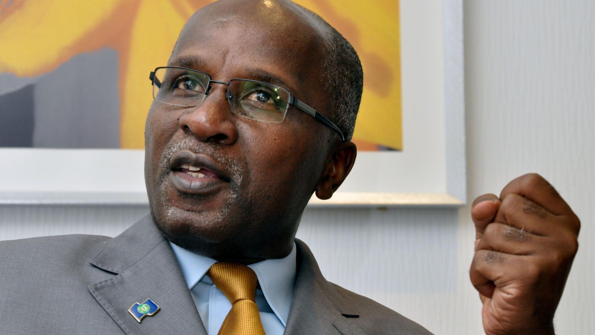 Ex-ministro das Finanças moçambicano defende julgamento do seu sucessor