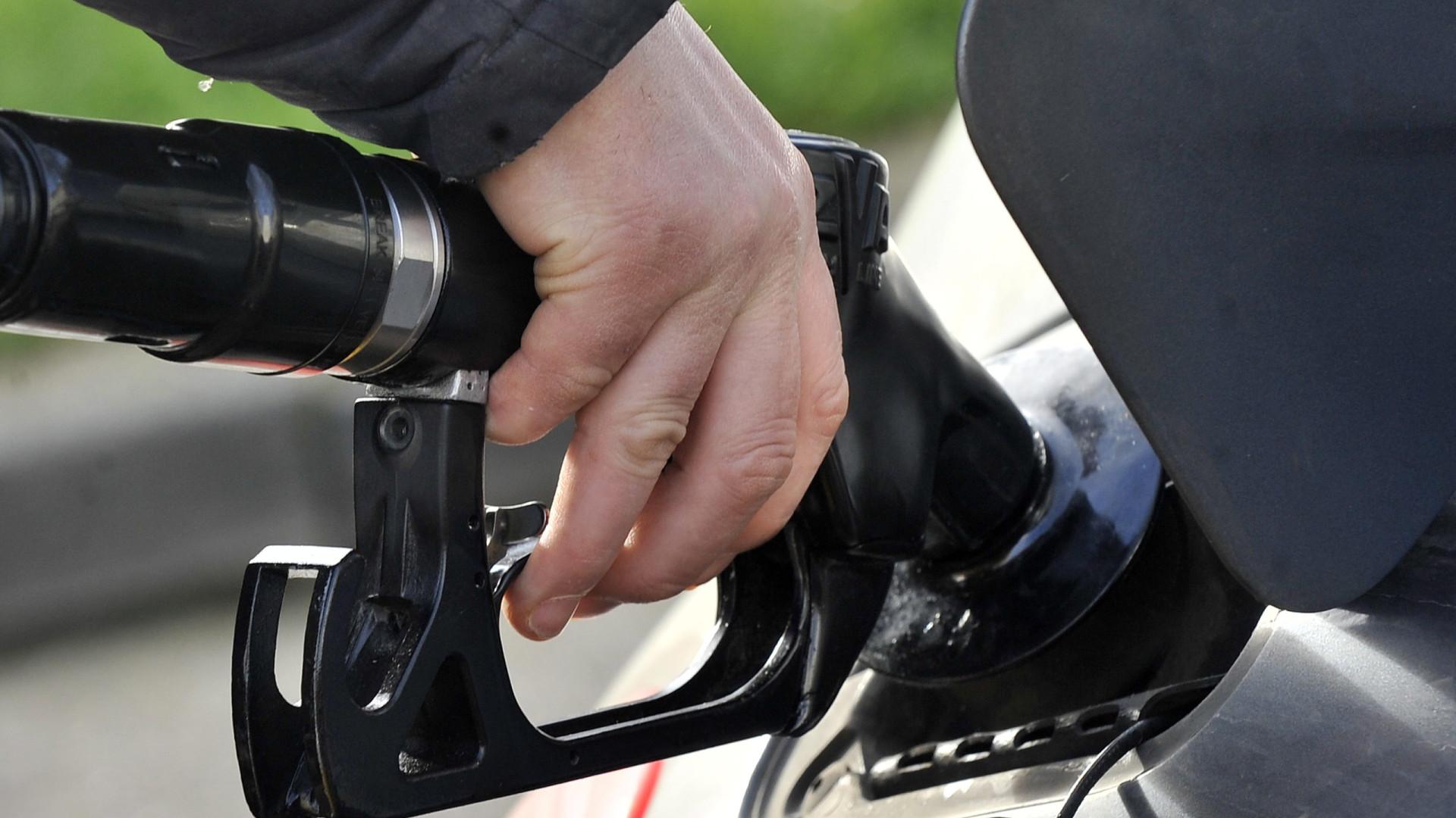 """Parlamento aprova """"transparência fiscal"""" nos combustíveis"""