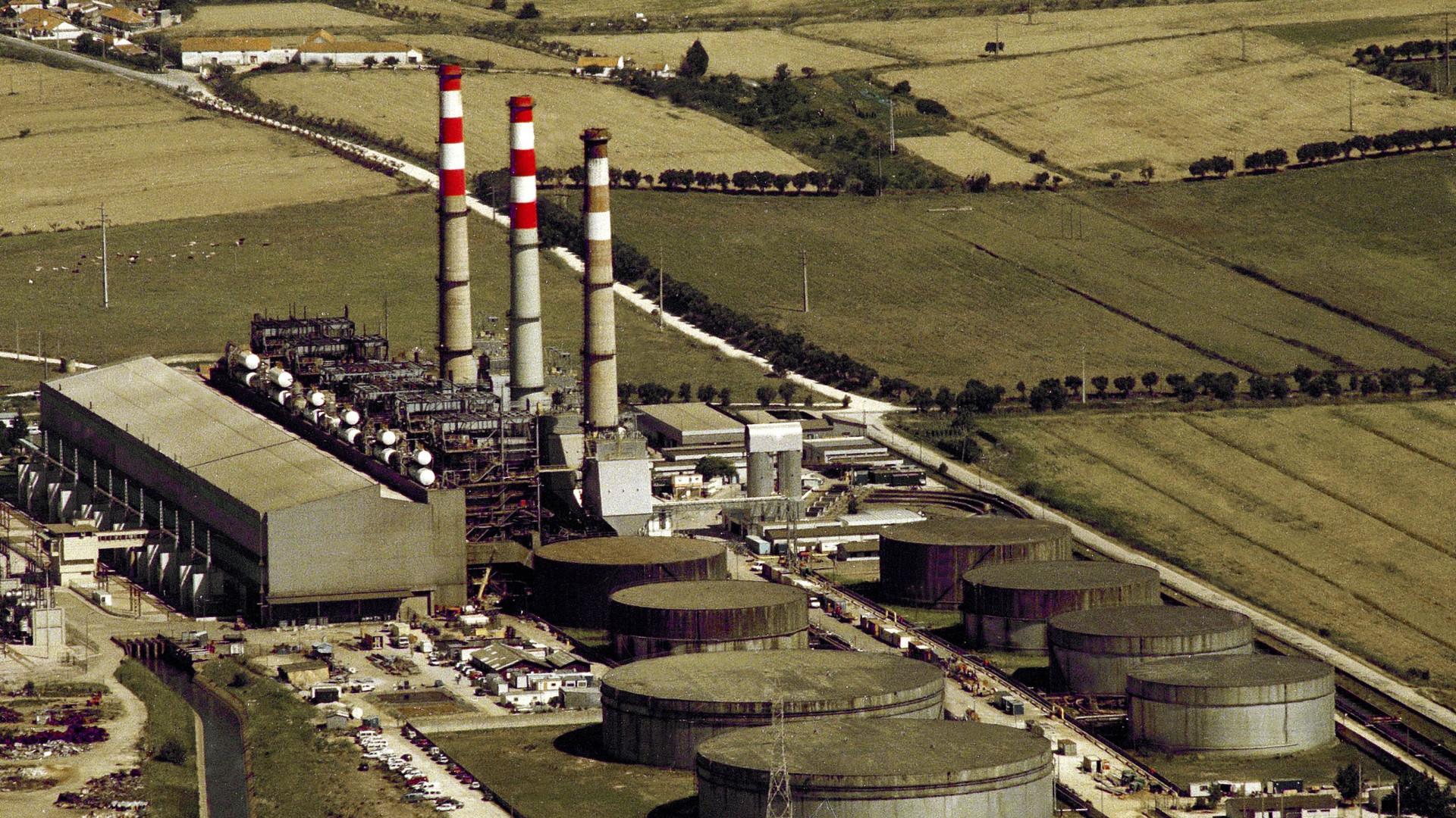 Emissões de centrais a carvão devem cair mais rápido, diz estudo