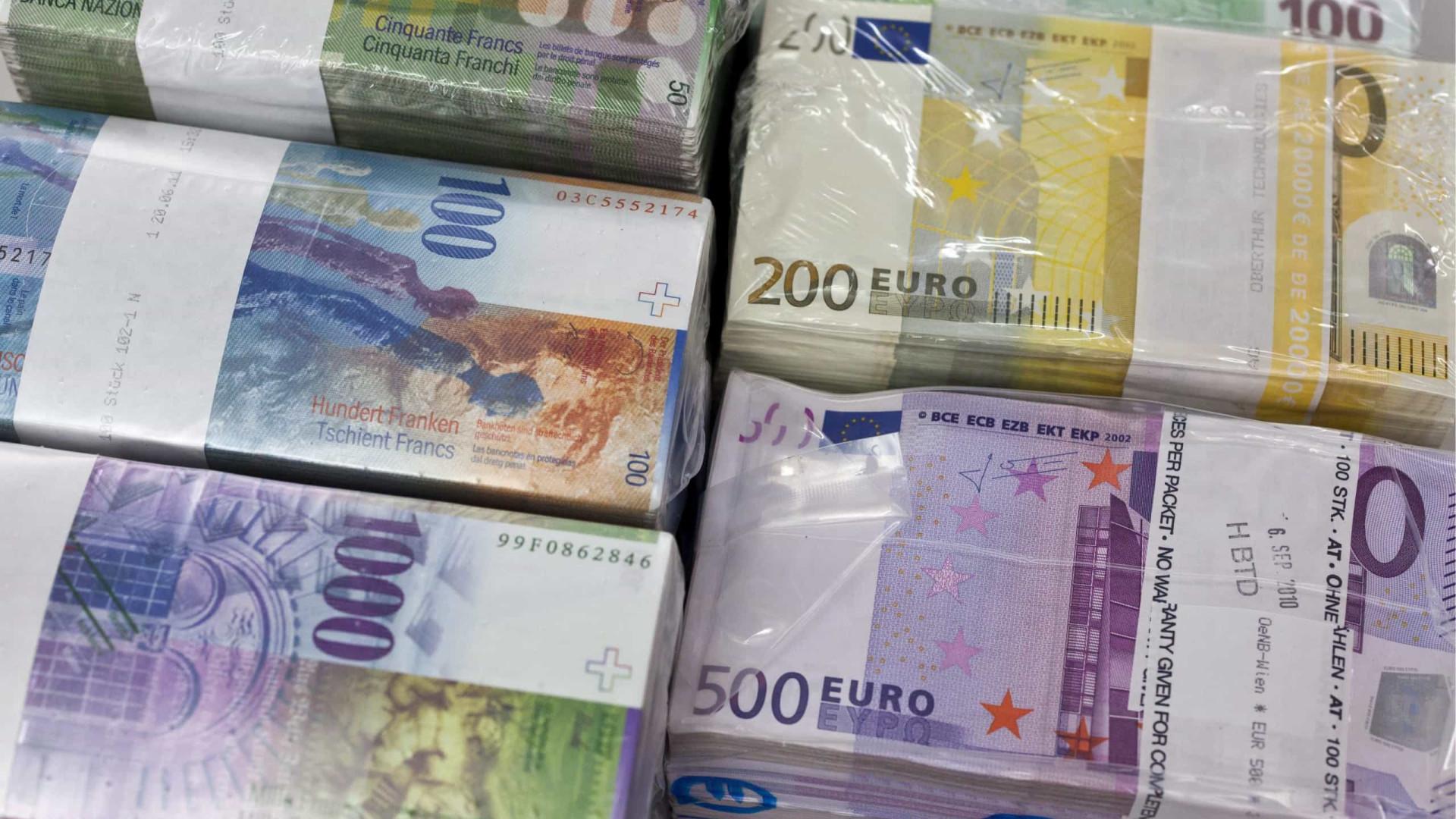 Polícia italiana apreende 28 milhões falsos e faz 13 detenções