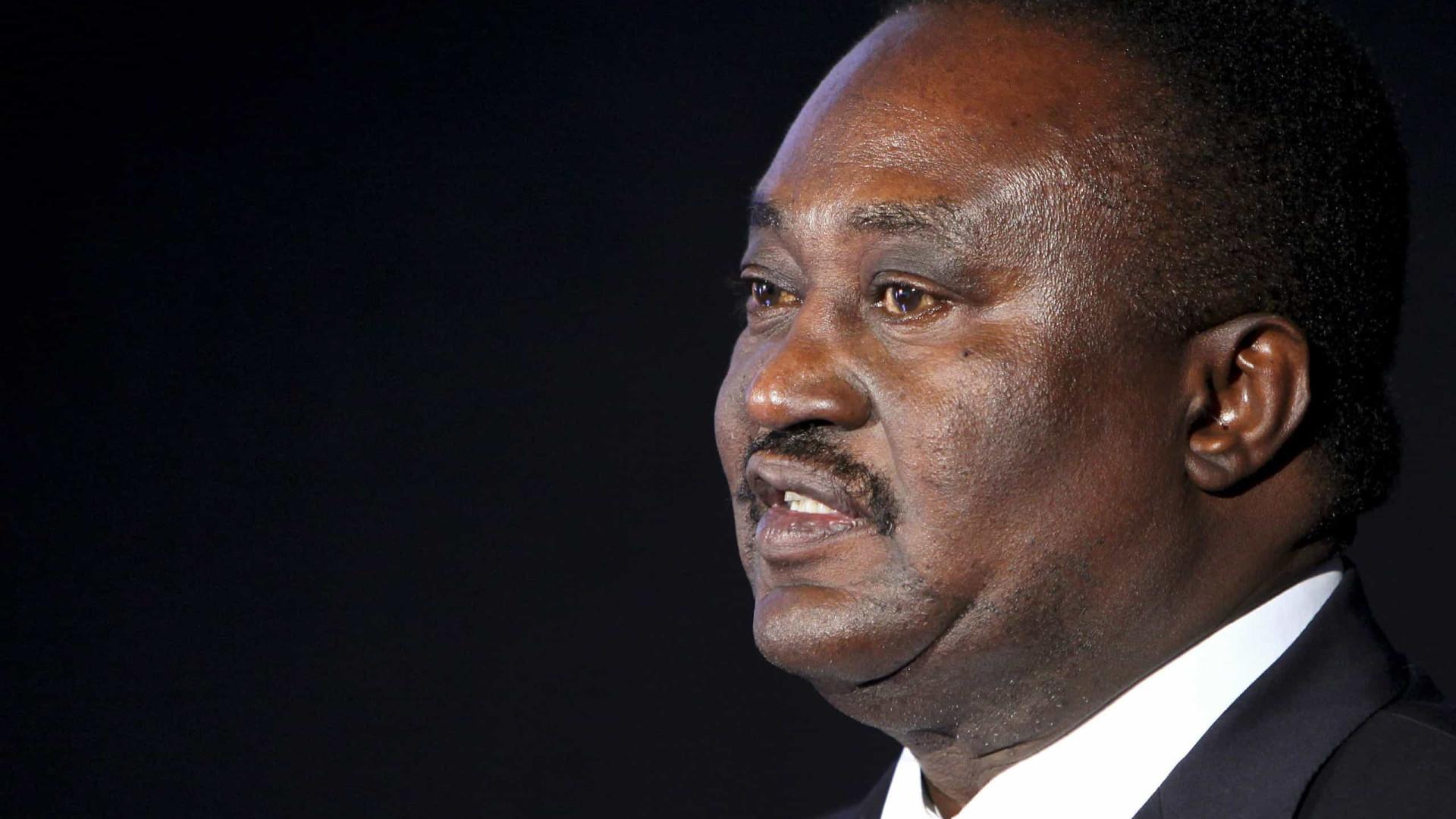 Presidente do parlamento angolano nega envolvimento no caso BESA