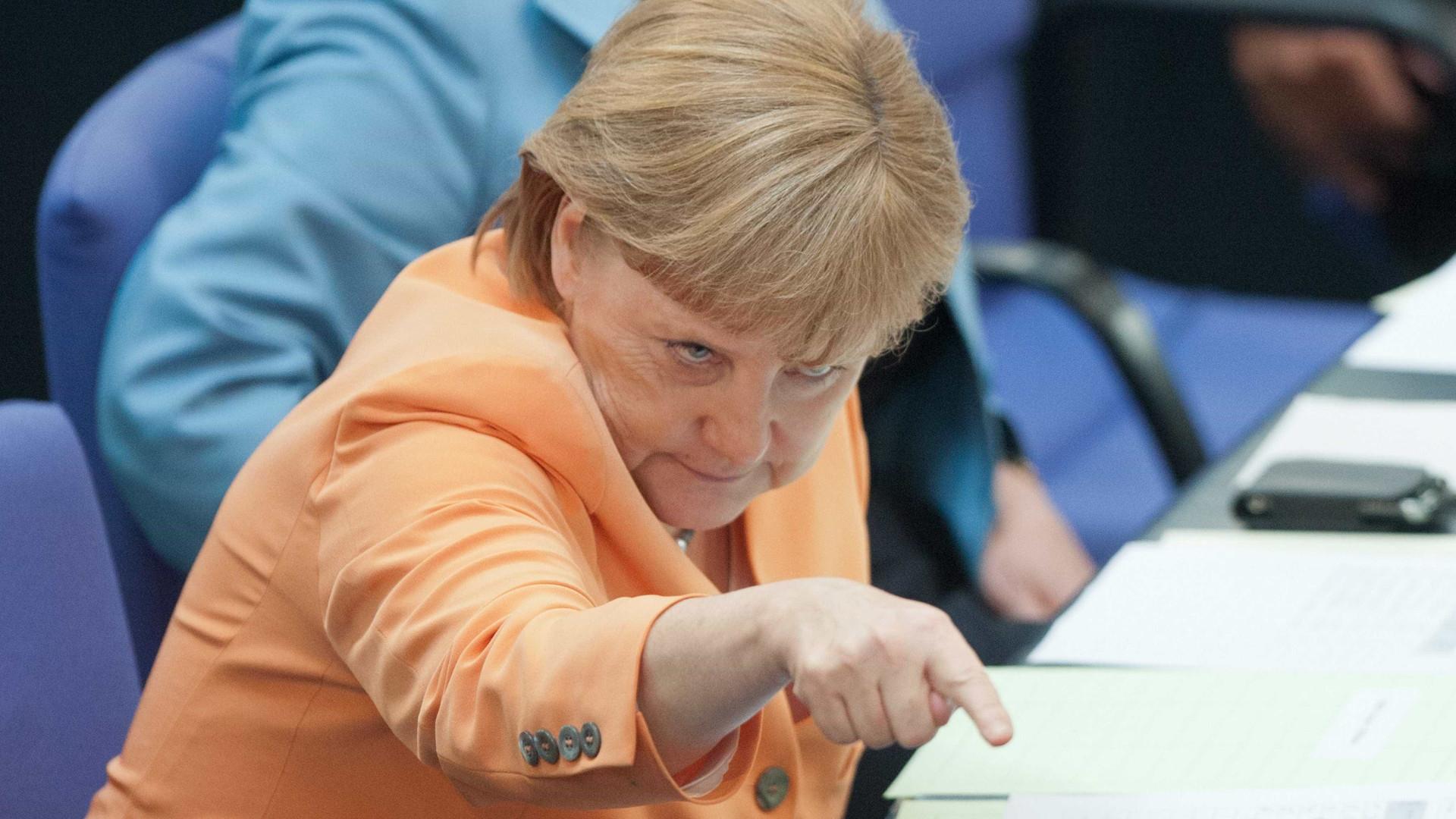 Merkel quer descer impostos e aumentar salários na Alemanha