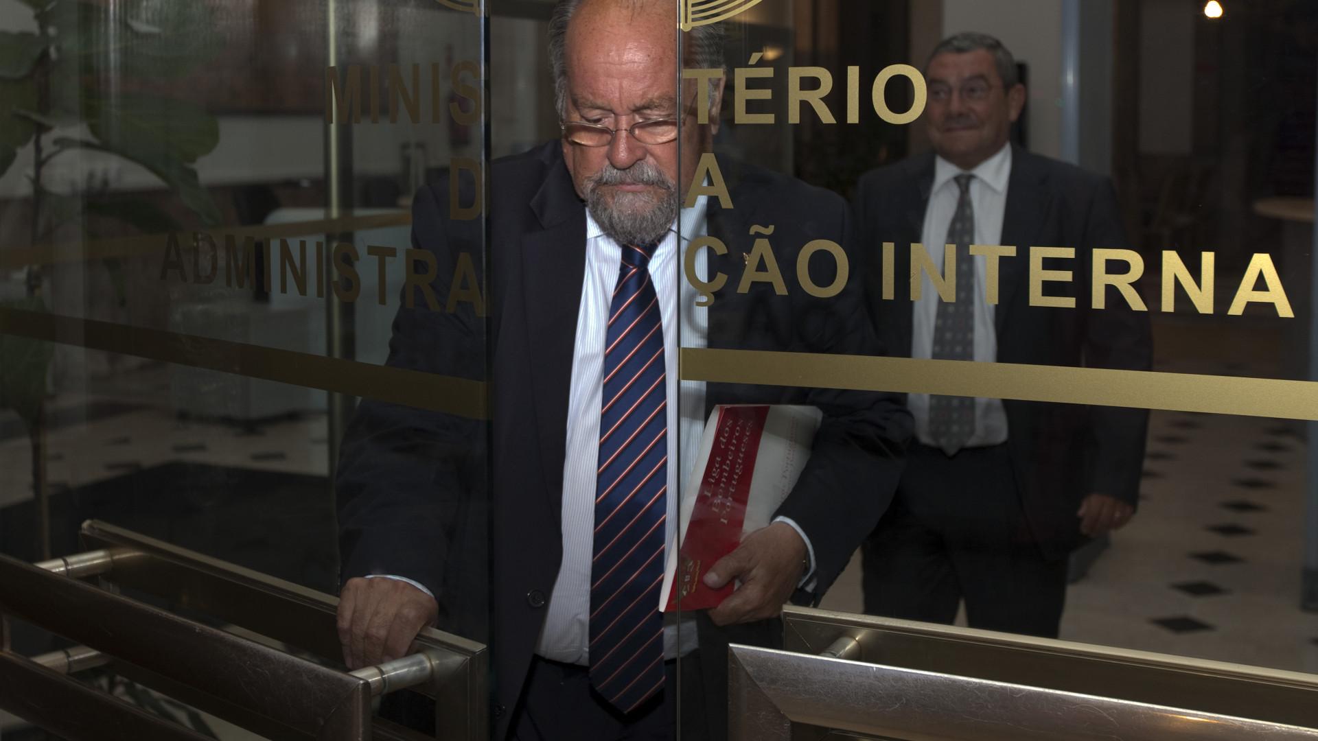 """Liga dos Bombeiros desafia ANPC a revelar casos """"menos transparentes"""""""