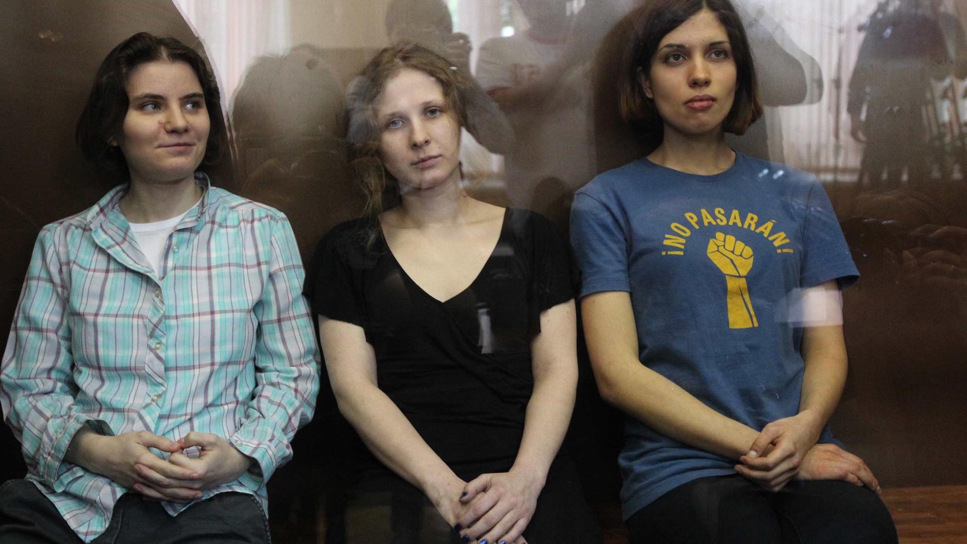 Duas jovens do grupo Pussy Ryot chegaram aos campos de detenção