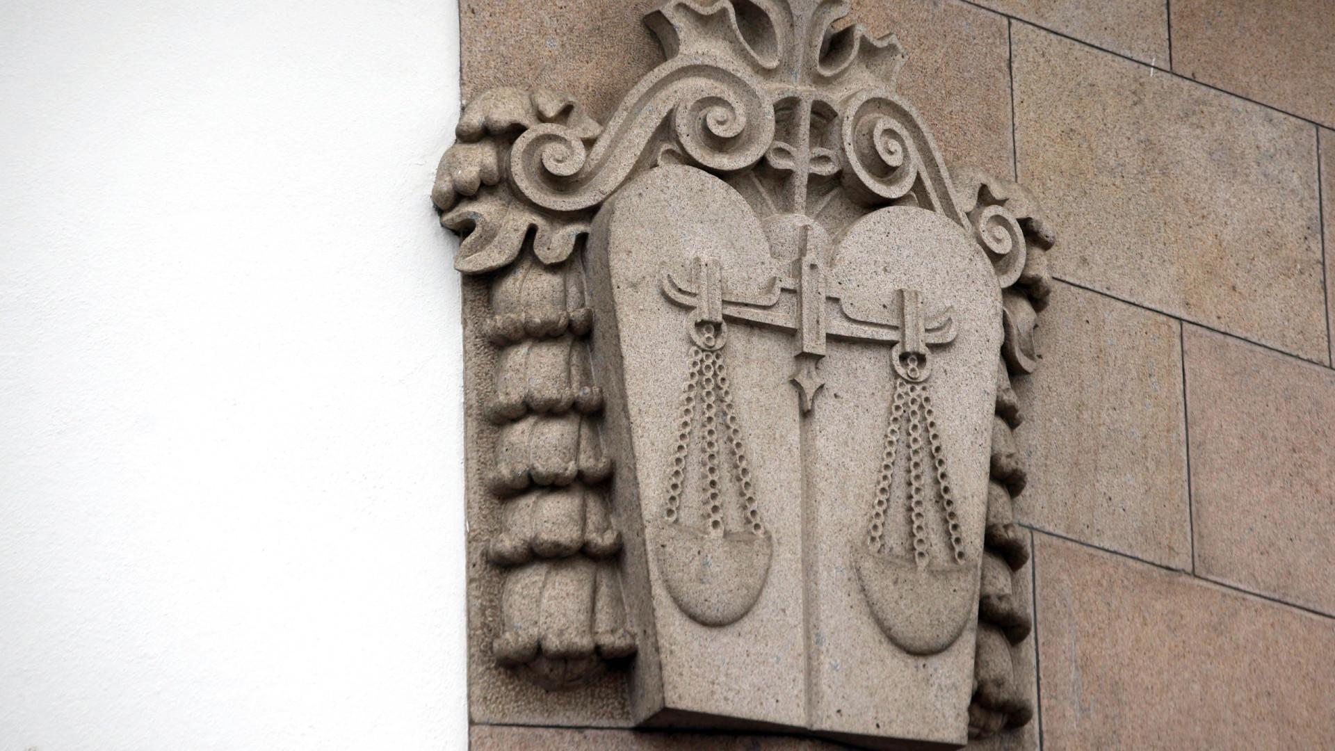 Economista acusado de manipular dívida admite processar Estado português