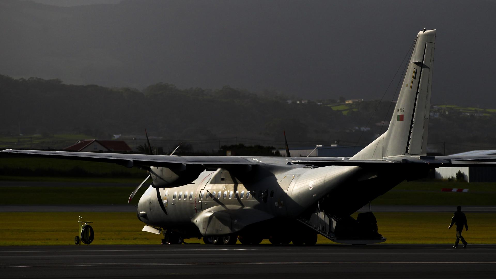 Avião da Força Aérea em missão de reconhecimento e avaliação de incêndios