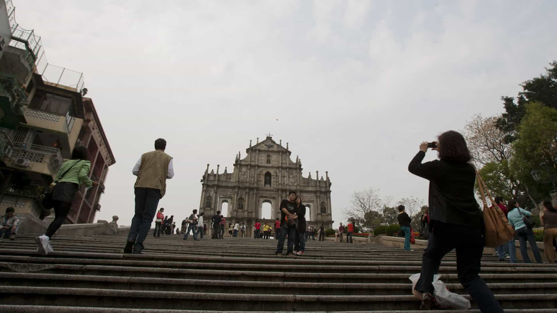 "Macau tem de ""discutir de forma desinibida"" rumo das liberdades"