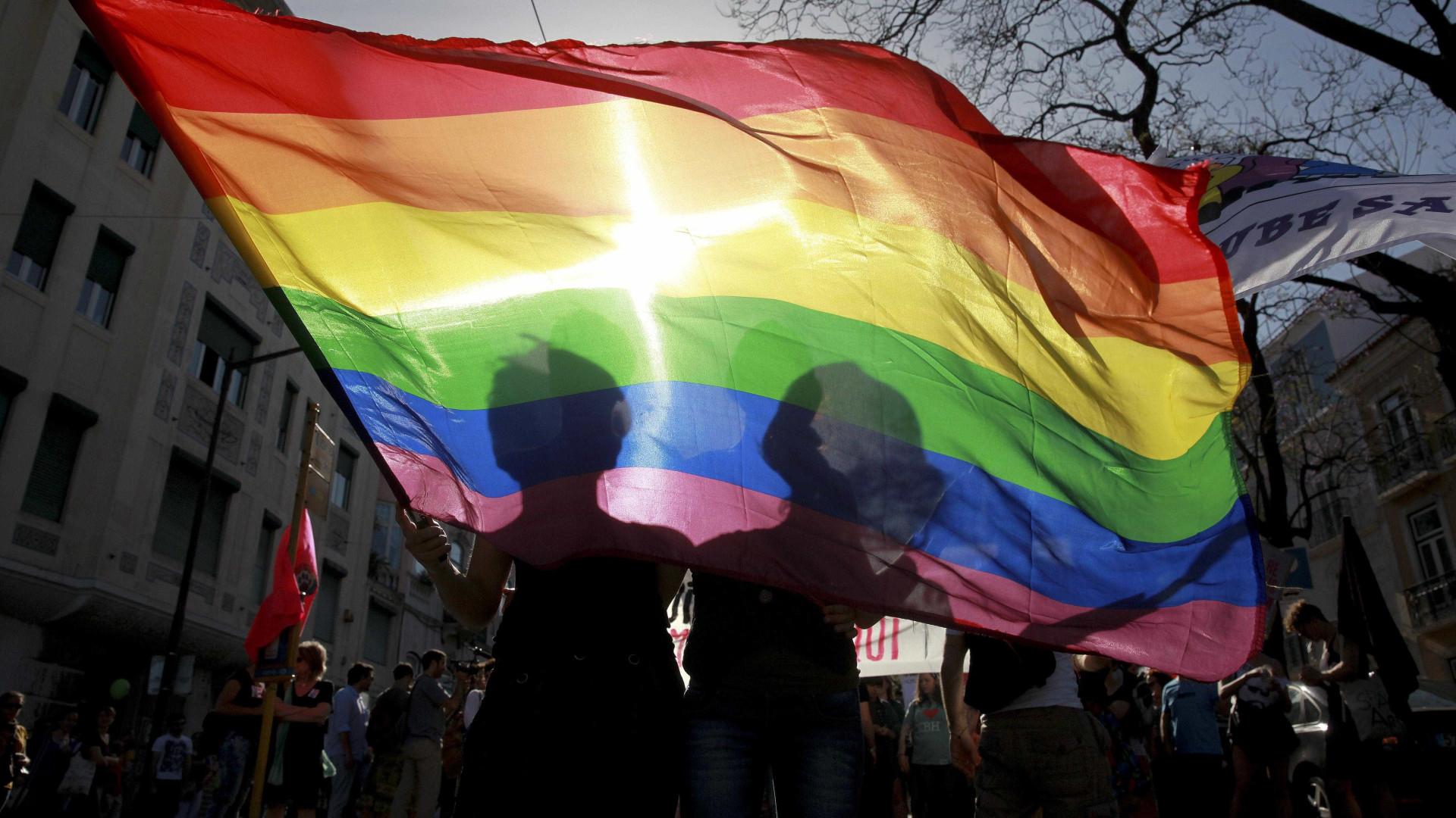 Dois mil atletas vão combater homofobia em campo com atacadores arco-íris