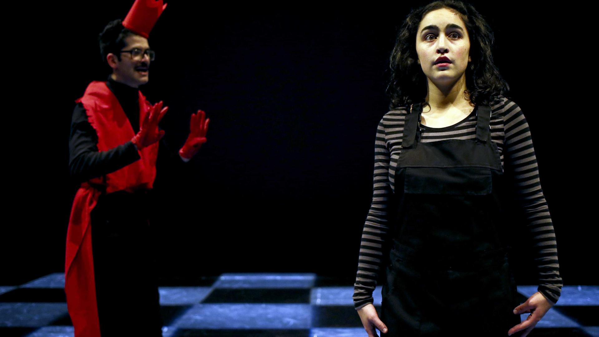 Teatro da garagem estreia 'Alice' no Porto