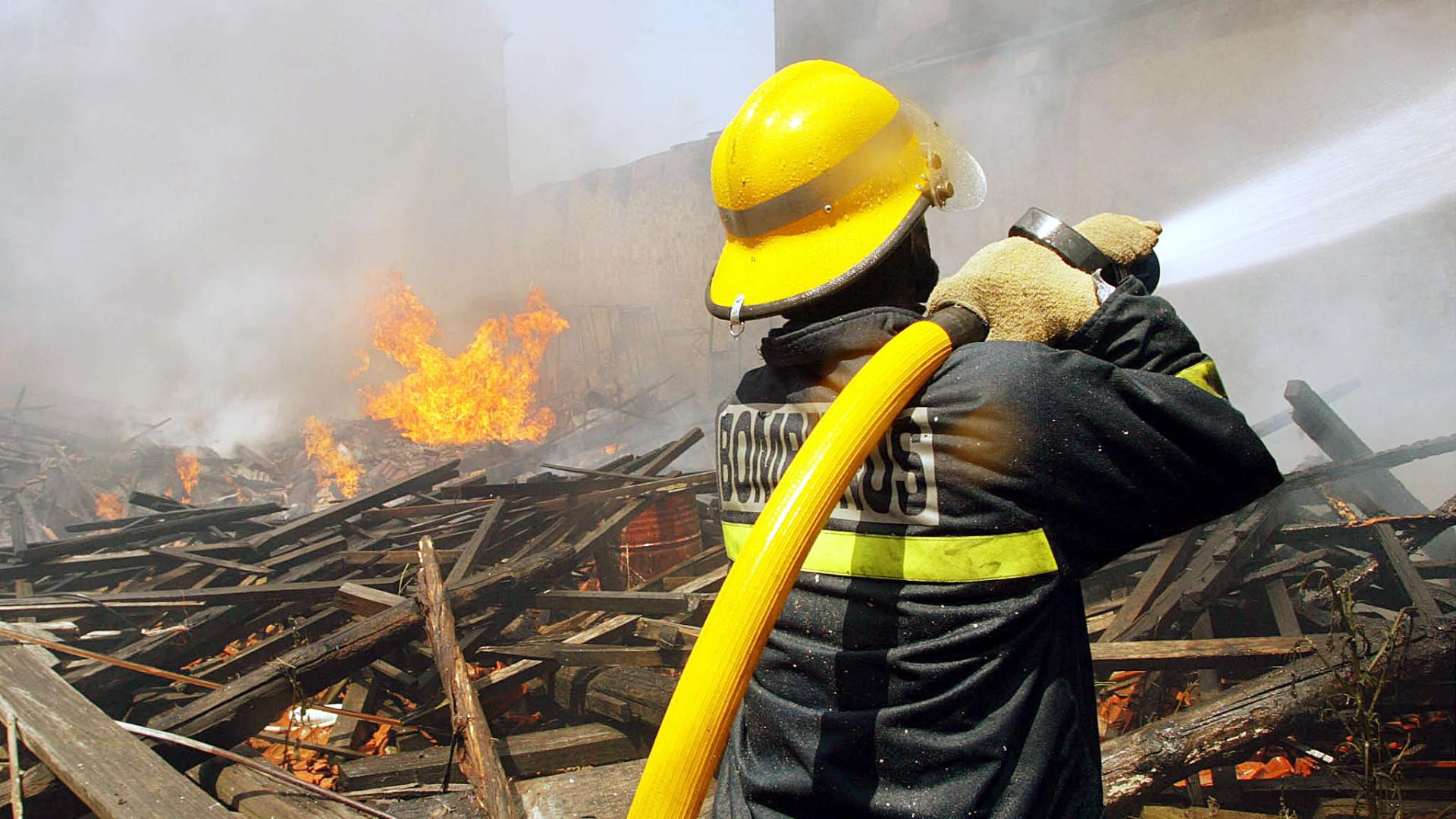 Incêndio em fábrica de alumínios em Fânzeres, Gondomar